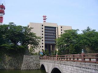 福泉信組の本店が入居する、福井県庁舎