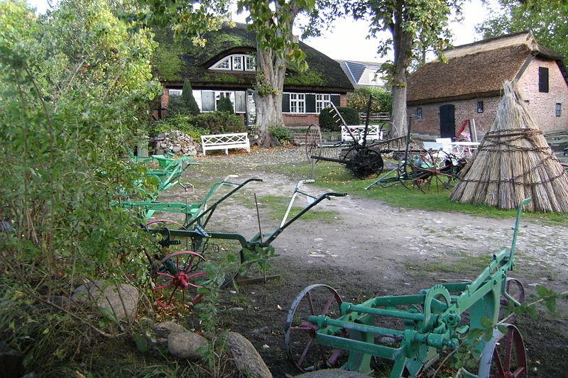 File:Göhren-Museumshof-0810f-077.JPG