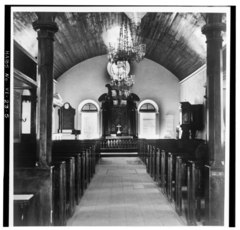 GENERAL INTERIOR VIEW TOWARD ALTAR FROM MAIN ENTRANCE, LOOKING SOUTHWEST - Christiansted Lutheran Church, 4 King Street, Christiansted, St. Croix, VI HABS VI,1-CHRIS,37-5.tif