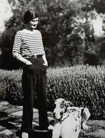 Gabrielle Chanel en marinière.jpg