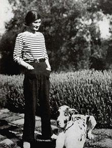 Coco Chanel  une femme moderne. Description de cette image, également  commentée ci-après cb7b9eb0375