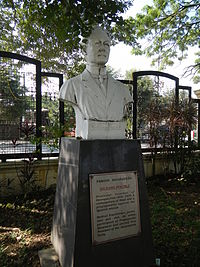 Galicano Apacible bust and plaque at the Historical Park.jpg