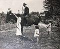Gaston, Suzanne, Gérard, Nicole, Liberté - Combres, août 1937.jpg