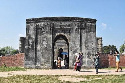 Gate of mosque.jpg