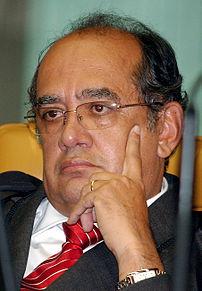 Brasília - Ministro Gilmar Mendes observa o ju...