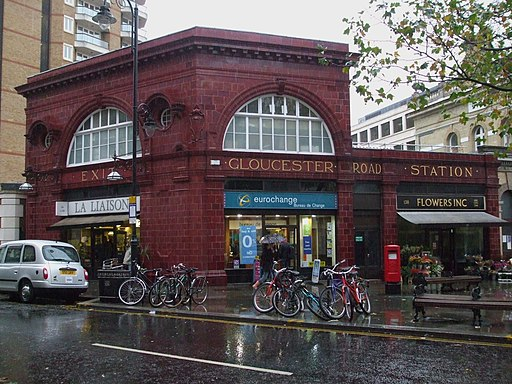 Gloucester Road stn former Piccadilly building look north