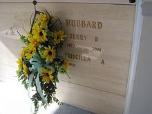 Grave of Jerry R Hubbard AKA Jerry Reed Woodlawn Cemetery Nashville TN 2013-07-20 001.jpg