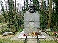 Grave of Karl Marx Highgate Cemetery in London 2016 (05).jpg
