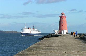 Poolbeg Lighthouse - Isle of Man passenger ship, Lady of Mann, passes behind Poolbeg Lighthouse in 2004