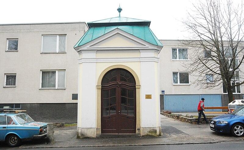 File:GuentherZ 2011-02-19 0018 Wien23 Endresstrasse-Fischergasse Johannes-Nepomuk-Kapelle.jpg
