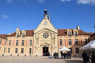 Kering - Image: Hôpital Laennec de Paris ext 1