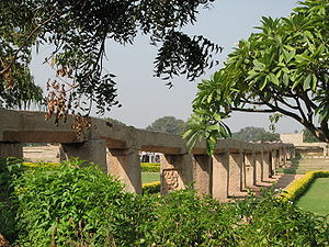 Aqueduct (bridge) - Ancient Indian aqueduct in Hampi