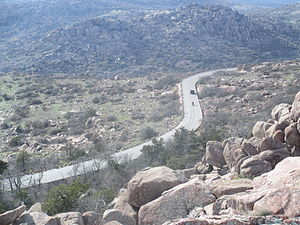 Mount Scott (Oklahoma) - The winding highway as seen from the top of Mount Scott