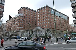http://upload.wikimedia.org/wikipedia/commons/thumb/9/90/Hospital_de_la_Princesa_%28Madrid%29_01.jpg/256px-Hospital_de_la_Princesa_%28Madrid%29_01.jpg?uselang=es