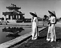 Huế girls wearing the traditional costume 1960s.jpg
