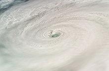 http://upload.wikimedia.org/wikipedia/commons/thumb/9/90/HurricaneDean.jpg/220px-HurricaneDean.jpg