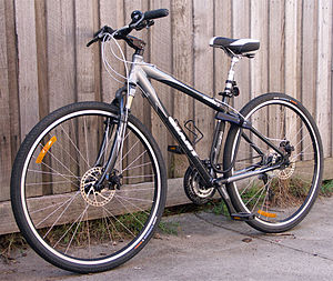 Hybrid bicycle - The 2005 Giant Innova is an example of a typical 700c hybrid city bicycle.