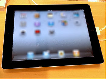 English: Front of black iPad 2.