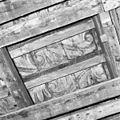 Interieur eerste verdieping- detail beschilderde balklaag achterkamer - Brielle - 20267650 - RCE.jpg