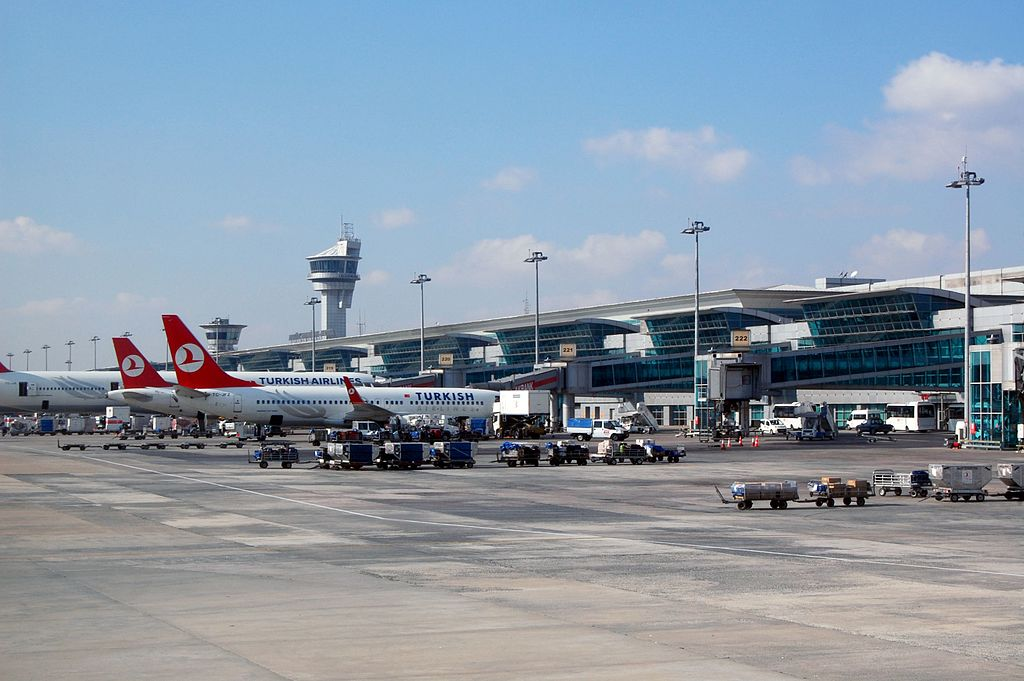 Istanbul Airport Turkish-Airlines 2013-11-18