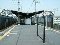 JREast-Shiomi-station-platform.jpg