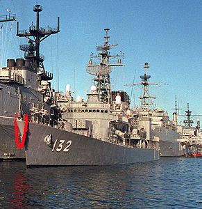 JS Asayuki at Naval Station Pearl Harbor, -1 Feb. 1988 b.jpg