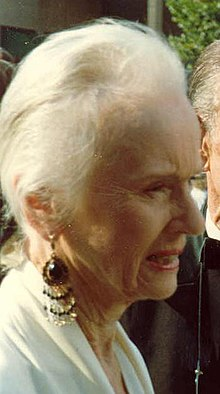 Jessica Tandy 1988 Emmy Awards.jpg