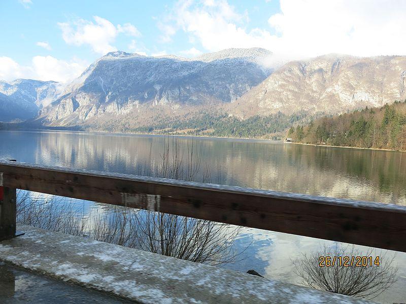 File:Jezero Bohinj 03.jpg