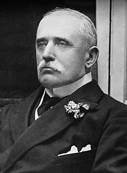 John french, 1st earl of ypres, bain photo portrait, seated, cropped