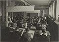 Käsivarapiirustuksen opetustilanne, 1920-luku. Opettaja Arkkitehti W. Von Essen. Taideteollisuuskeskuskoulun opetustilanteita.-TaiKV-07-014.jpg