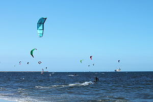 English: Kite surfers off Long Beach, California