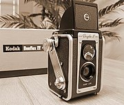 1957 Kodak Duaflex IV, an inexpensive fixed-focus TLR