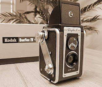 Twin-lens reflex camera - 1957 Kodak Duaflex IV, an inexpensive fixed-focus TLR