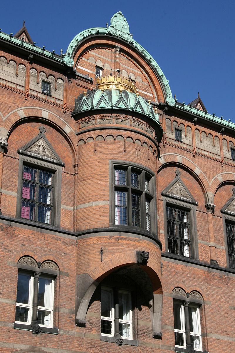 Koebenhavns Raadhus Copenhagen raadhushaven detail.jpg