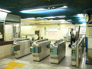 Kokkai-gijidō-mae Station - Station ticket barriers