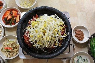 Soybean sprout - Image: Kongnamul bulgogi (marinated pork with soybean sprout)