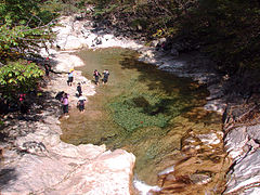 Korea-Seoraksan-Valley-01.jpg