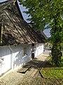 Lanckorona - drewniane domy w Rynku.jpg