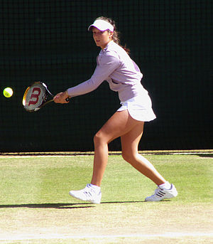 2008 Wimbledon Championships - Girls' singles champion Laura Robson practicing.