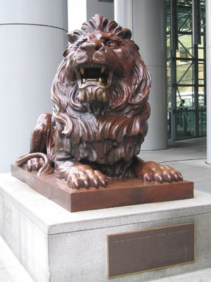 HSBC Building (Hong Kong) - Left lion statue (Stephen)