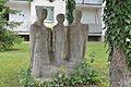 Leopold-Kunschak-Hof - sculpture family, Berndorf.jpg