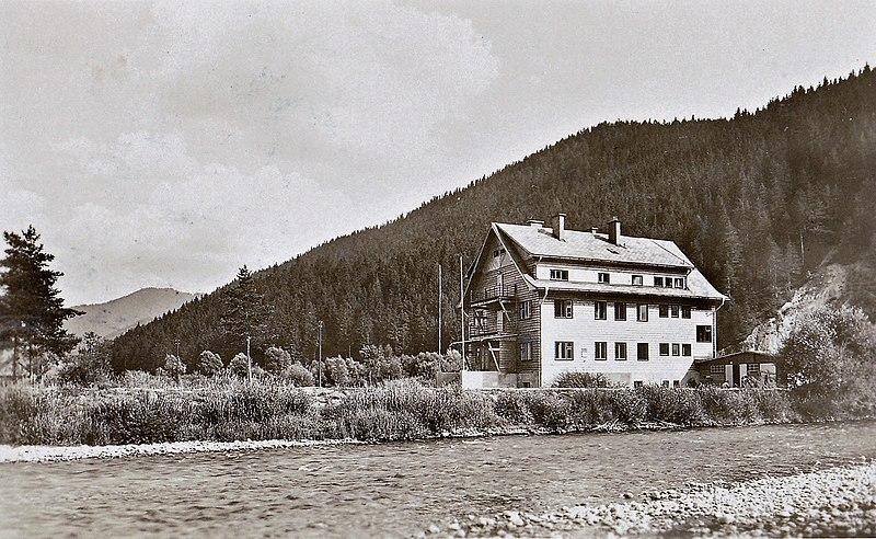 File:Liptovský Hrádok - bývalá Lodenica na sútoku Váhu a Belej.jpg