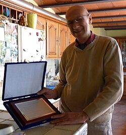 Llirament placa de reconeixement Viquipèdia a Jordi Coll..JPG