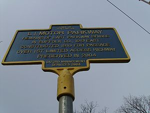 Long Island Motor Parkway - Historical marker for the Long Island Motor Parkway in Huntington