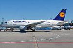 Lufthansa, D-AILM, Airbus A319-114 (19611039036) (2).jpg