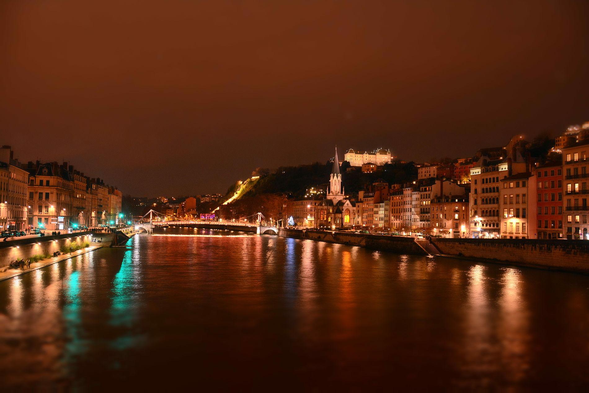 Lyon by Night - Les quais de Saône la nuit de la fête de lumière.JPG