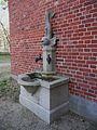 März 2012 Brunnen Wasserturm Jügesheim.JPG
