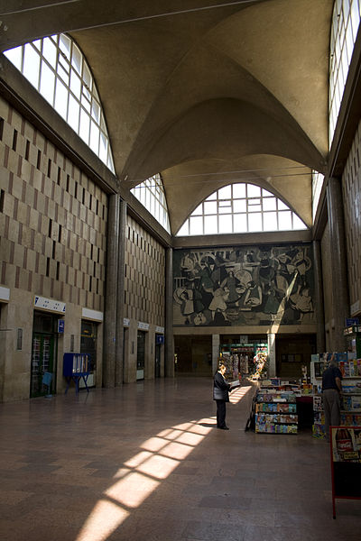 Fájl:Main hall of the Debrecen railway station.jpg