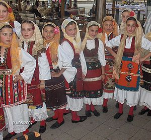 Macedonians (ethnic group) - Macedonian girls in traditional folk costumes.