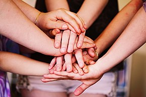 Nhiều bàn tay